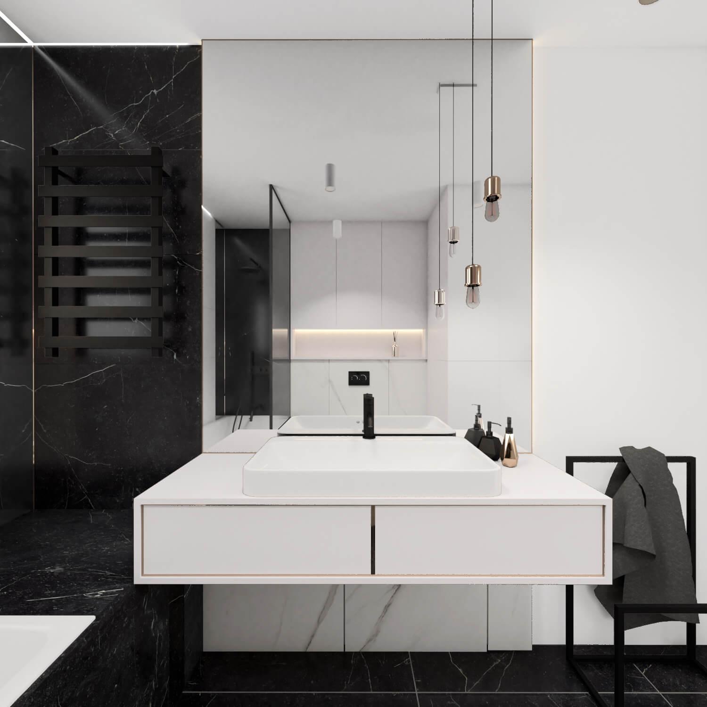 Łazienka z wanną i dużym lustrem
